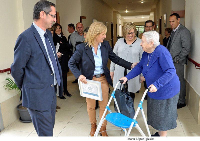 La alcaldesa de jerez ha visitado el centro residencial for Sillon alto para personas mayores