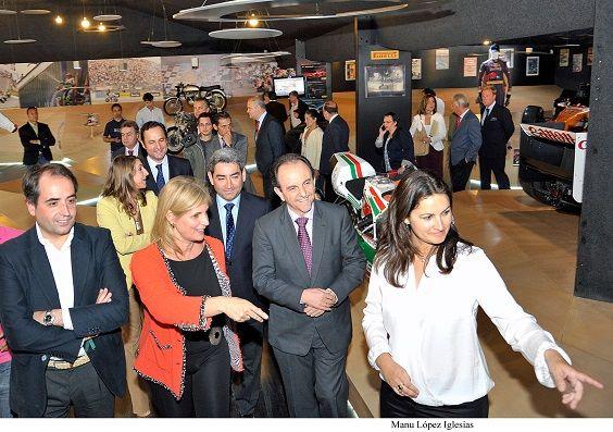 Alcaldesa_visita_Museo_del_Motor___01