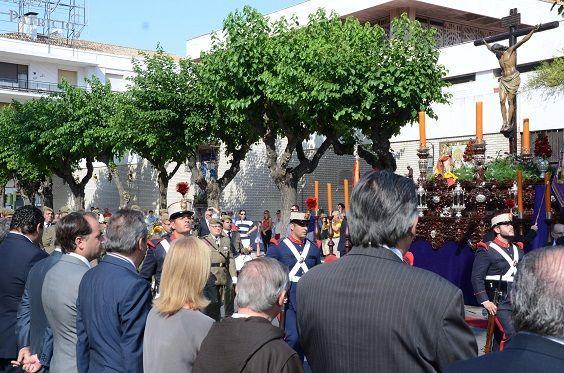 El Cristo de la Defensión ha salido a la calle, por ser el regimiento de Artillería nº 74, hermano honorario de la cofradía