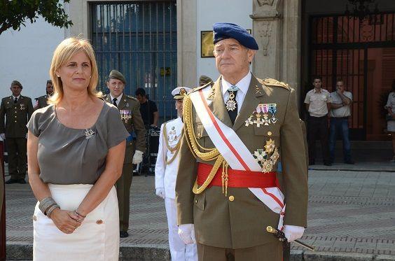 La alcaldesa, María José García-Pelayo, y el Jefe del Cuarto Militar de la Casa de S. M. el Rey, el Teniente General Antonio de la Corte García presiden el acto