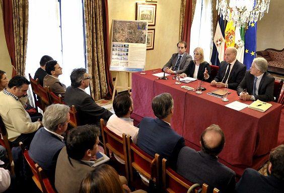 Alcaldesa firma convenio con Zona Franca _ Polig El Portal _ 04 b