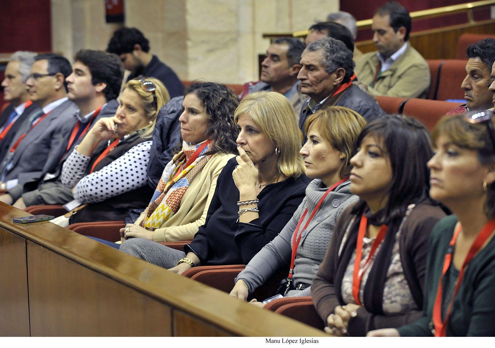 Alcaldesa_asiste_Parlamento_Andalucia___Ley_Huella_Pecuaria___02