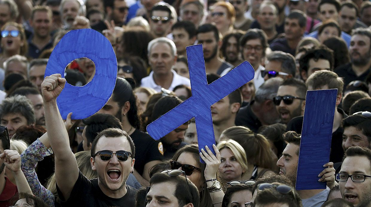 Demonstrators hold up letters spelling the word 'No' in Greek during an anti-austerity rally in Syntagma Square in Athens, July 3, 2015. Tens of thousands of Greeks rallied on Monday to back their leftwing government's rejection of a tough international bailout after a clash with foreign lenders pushed Greece close to financial chaos and forced a shutdown of its banking system. REUTERS/Yannis Behrakis