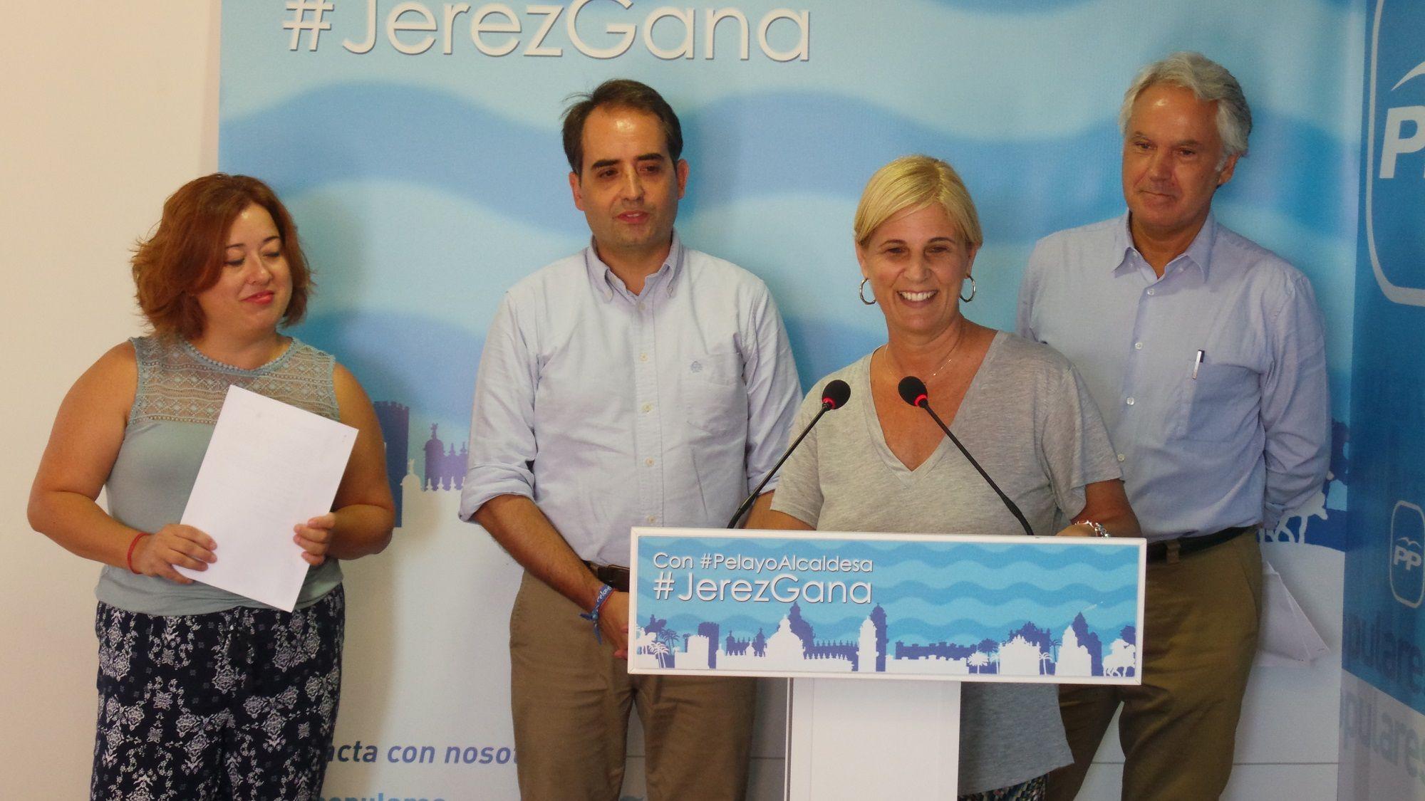 García-Pelayo junto a los concejales populares Antonio Saldaña, Lidia Menacho y Agustín Muñoz en rueda de prensa