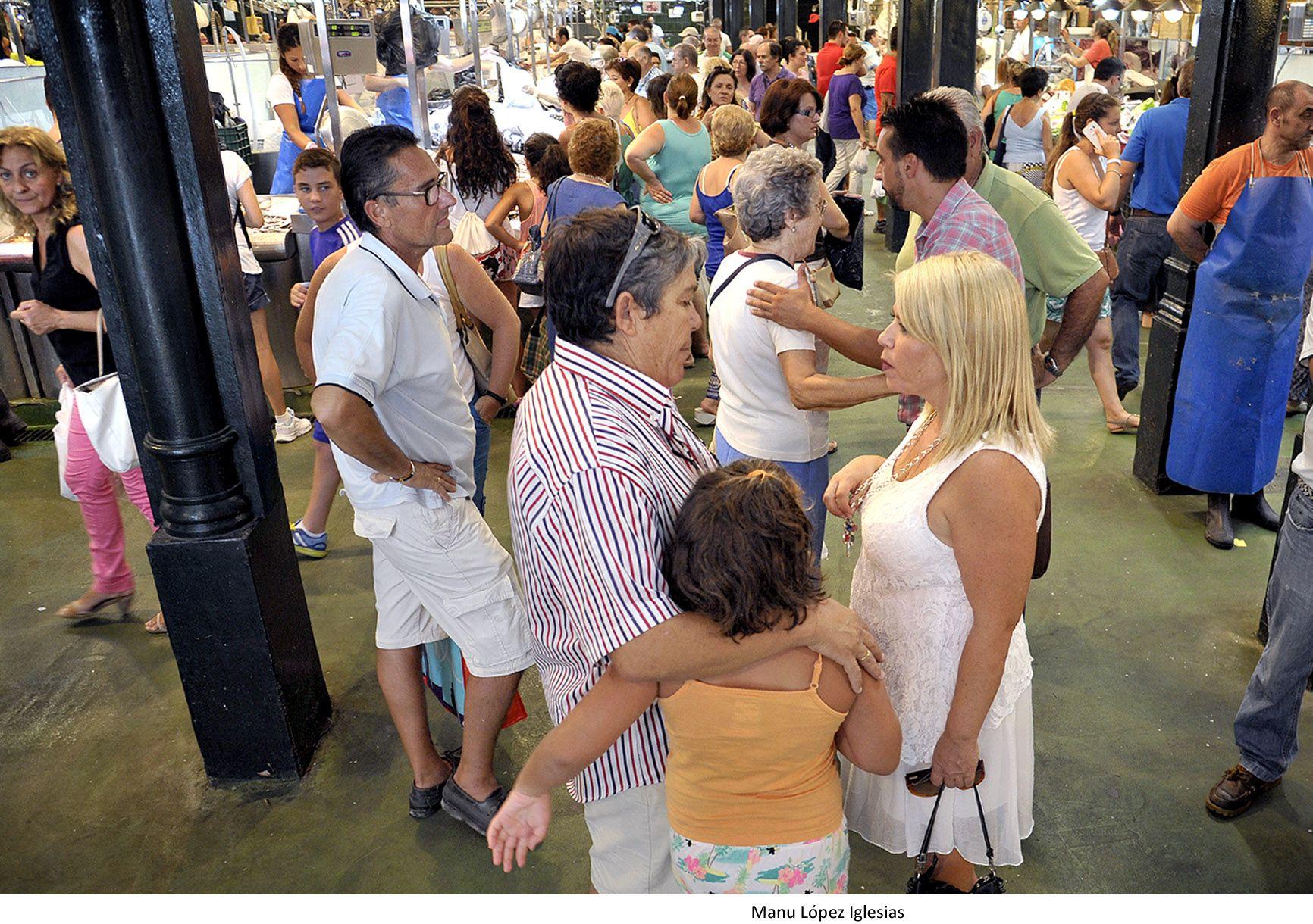 La alcaldesa Mamen Sánchez en su visita al Mercado Central de Abastos de Jerez