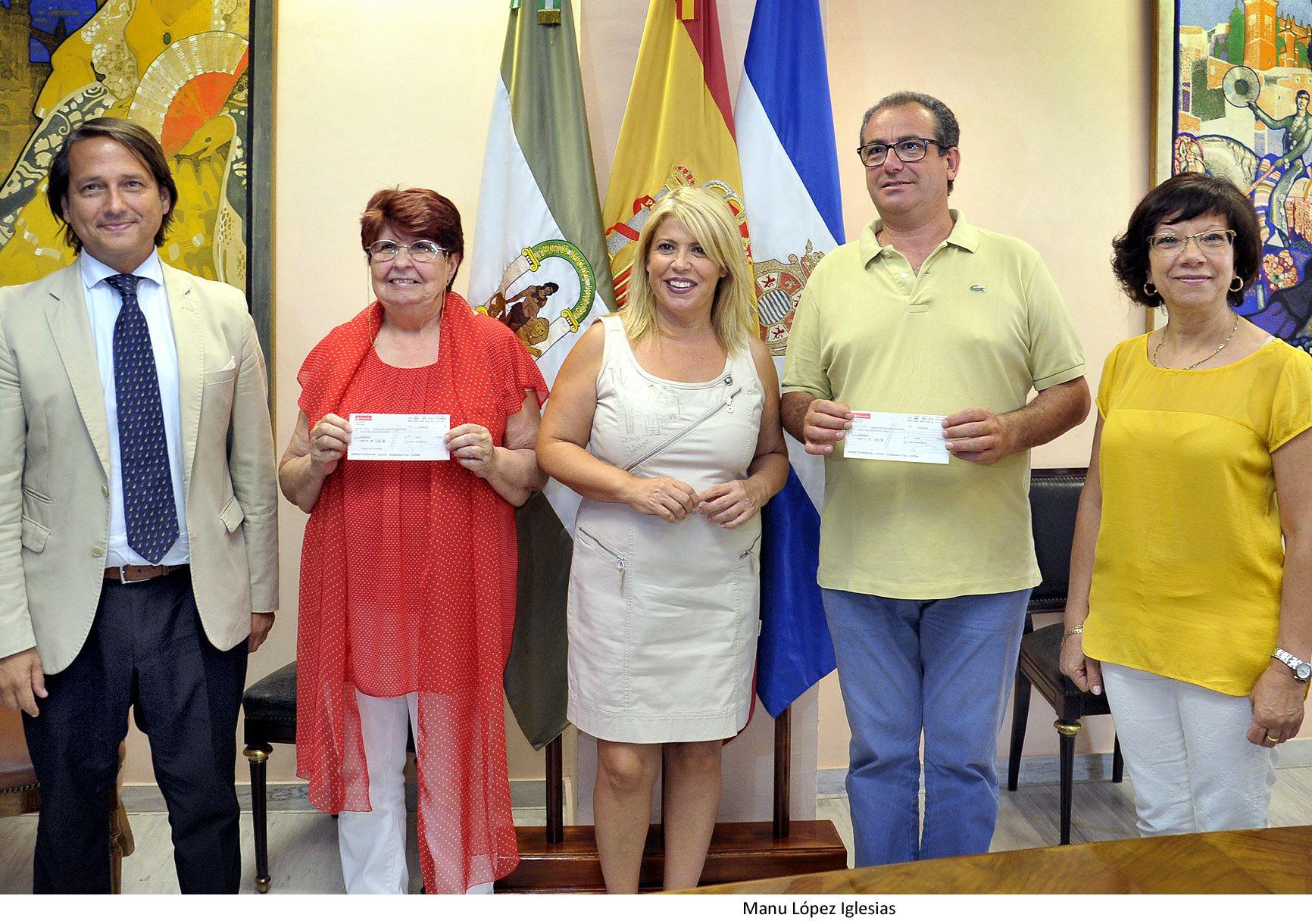 Alcaldesa asiste entrega cheques ayuda DKV a Siloe y Aspanido