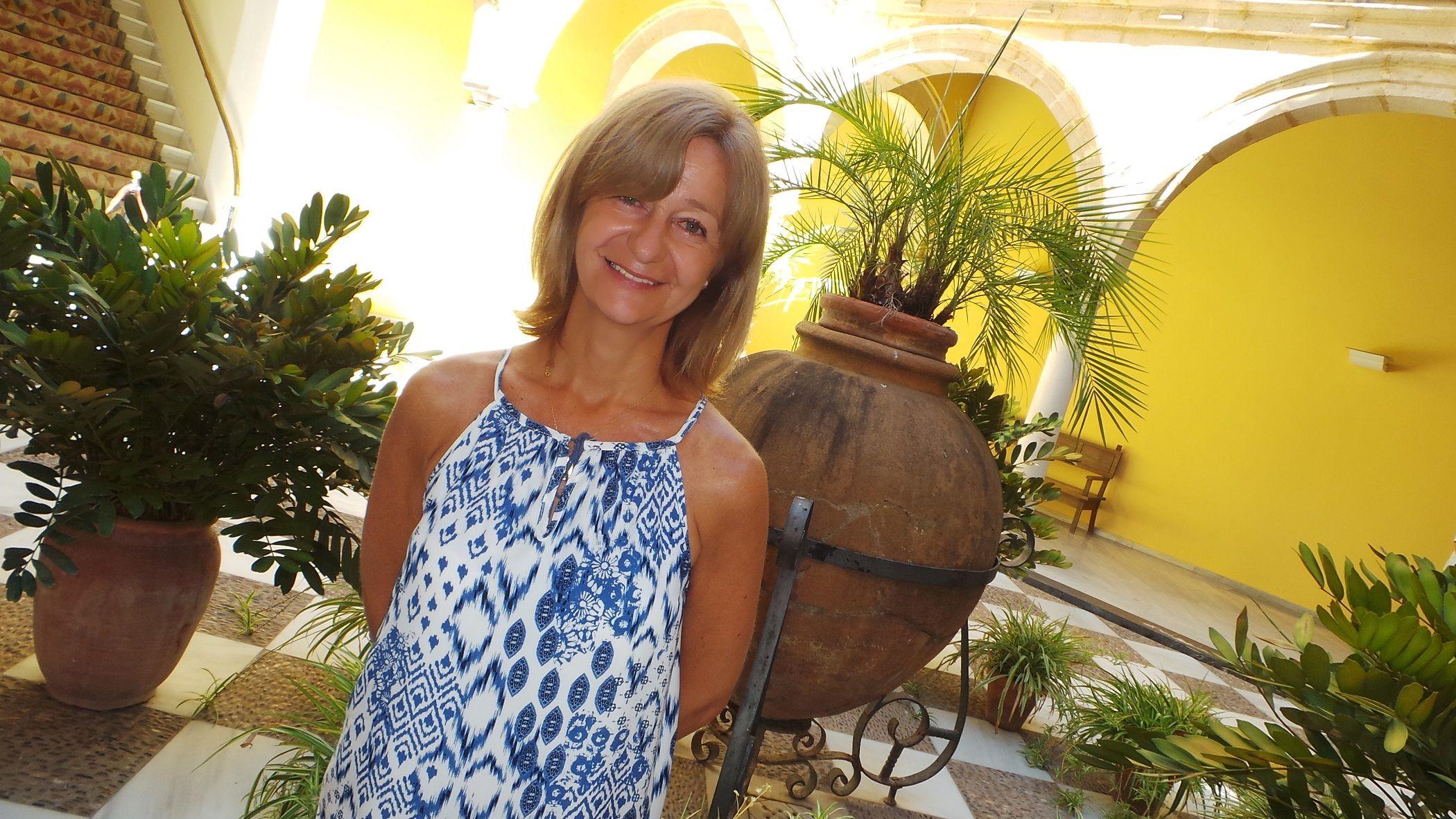 Carmen Pina en el patio interior del Ayuntamiento de Jerez