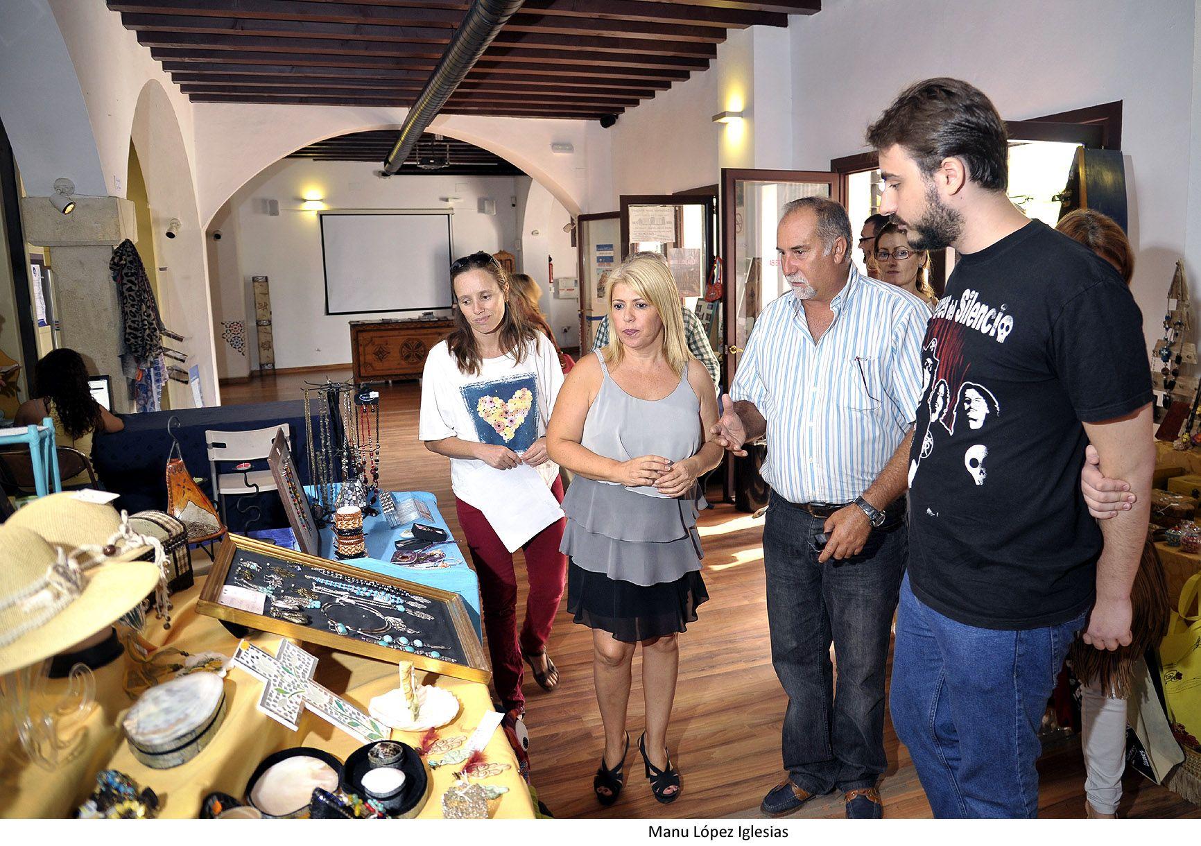 Alcaldesa visita Zoco Artesania _ 03