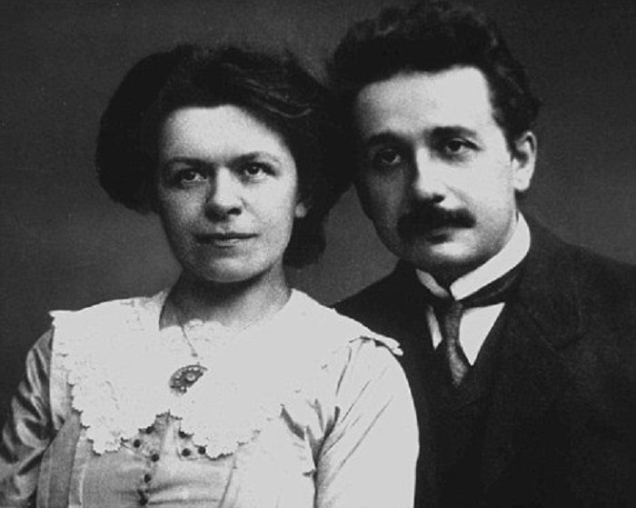 Albert Einstein y Mileva Maric, Foto tomada en 1910 en Praga | AP Photo/Christie's New York