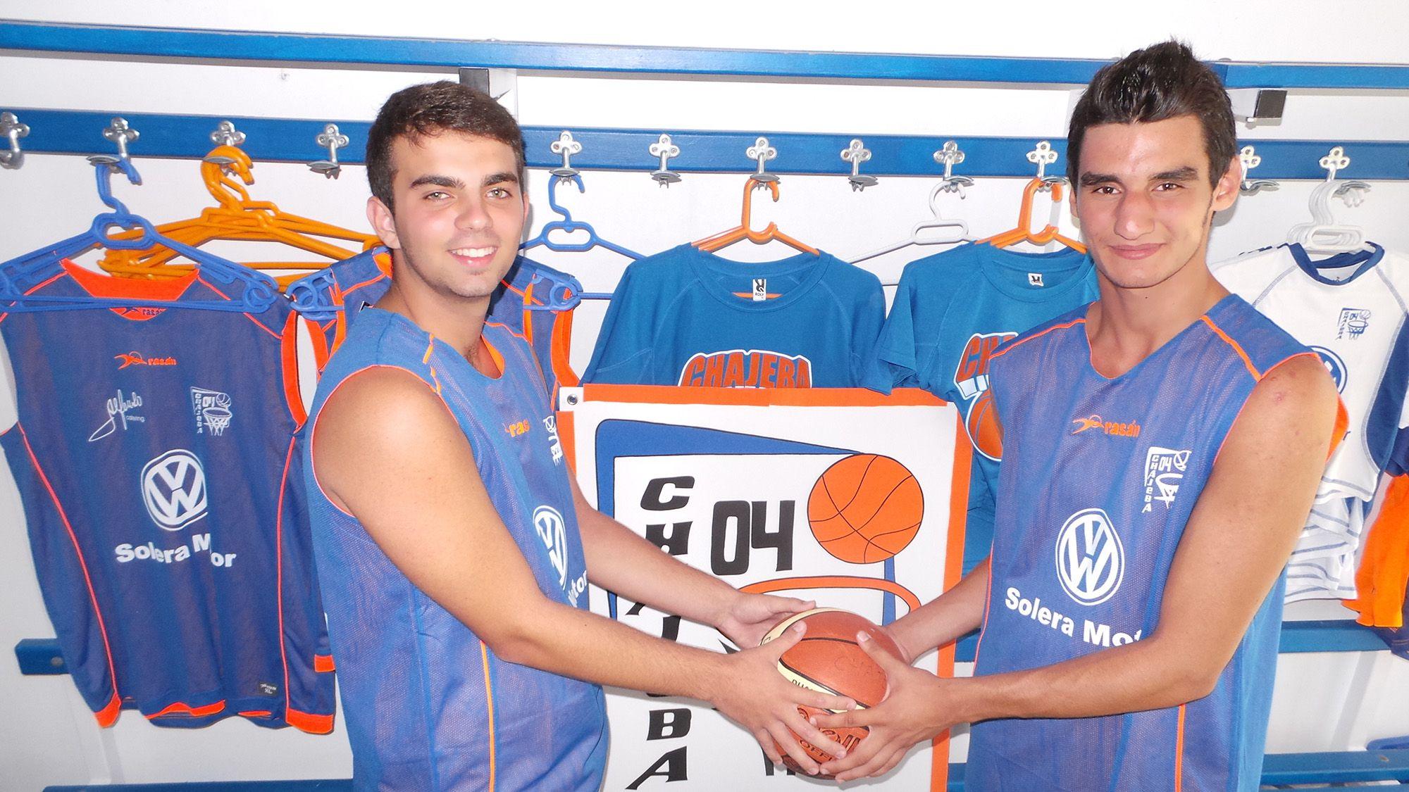 Miguel Enríquez junto a Jaime Diánez en la presentación de ambos como nuevas incorporaciones del club Chajeba'04