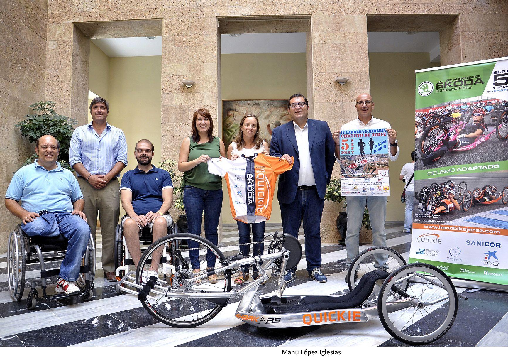Laura_Alvarez_e_Isabel_Armario_pres_IV_Carrera_Circuito_de_Jerez_y_GP_de_Handbike___01