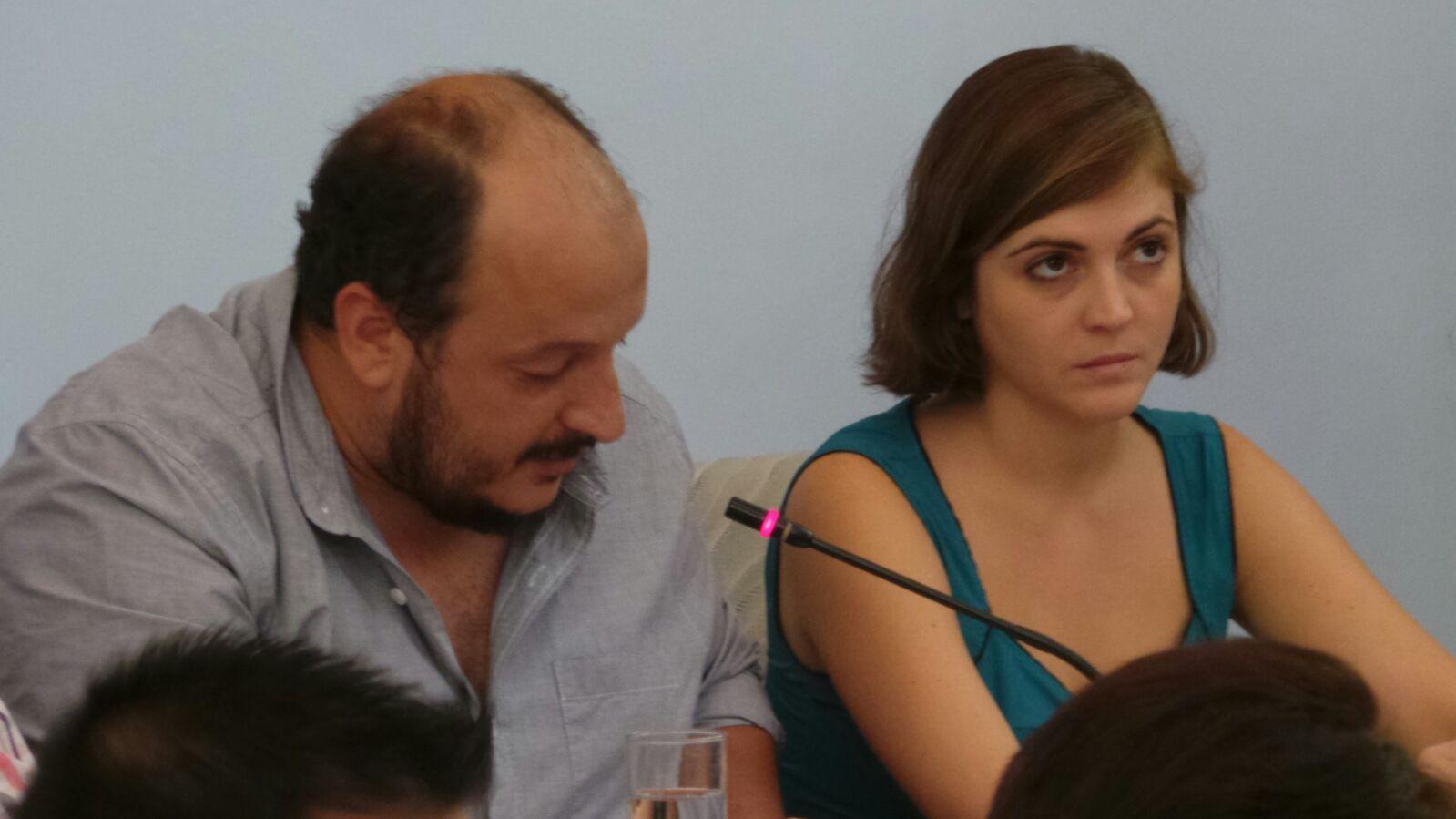 Los concejales de IU, Raúl  Ruiz-Berdejo y Ana Fernandez en el Pleno del Ayuntamiento de Jerez. MIRA Jerez
