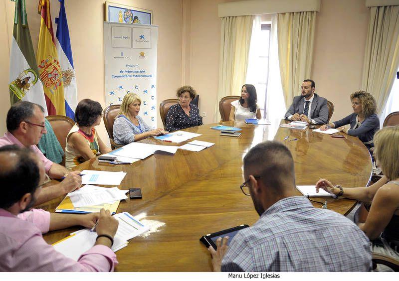 Mamen Sánchez presidiendo la reunión junto a la directora del proyecto. Manu López Iglesias