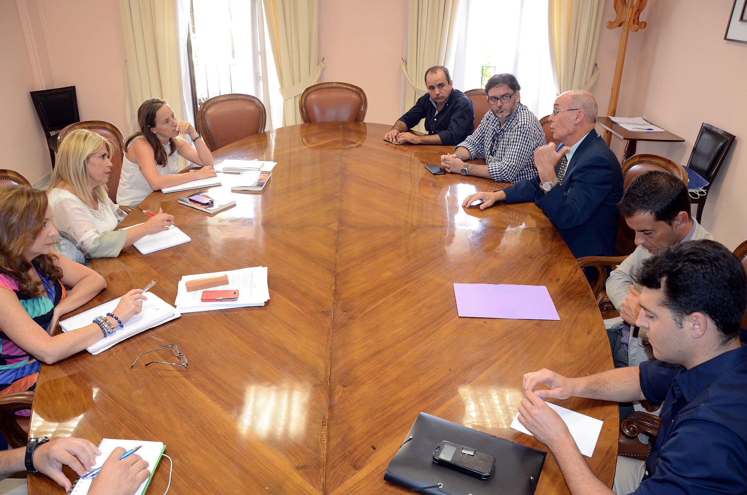 Mamen Sánchezmantiene una reunión con la directiva del Xerez DFC