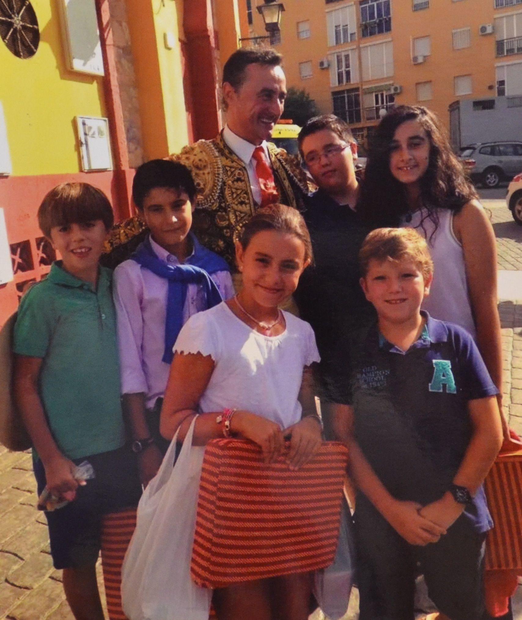 Juan Gil junto a su familia