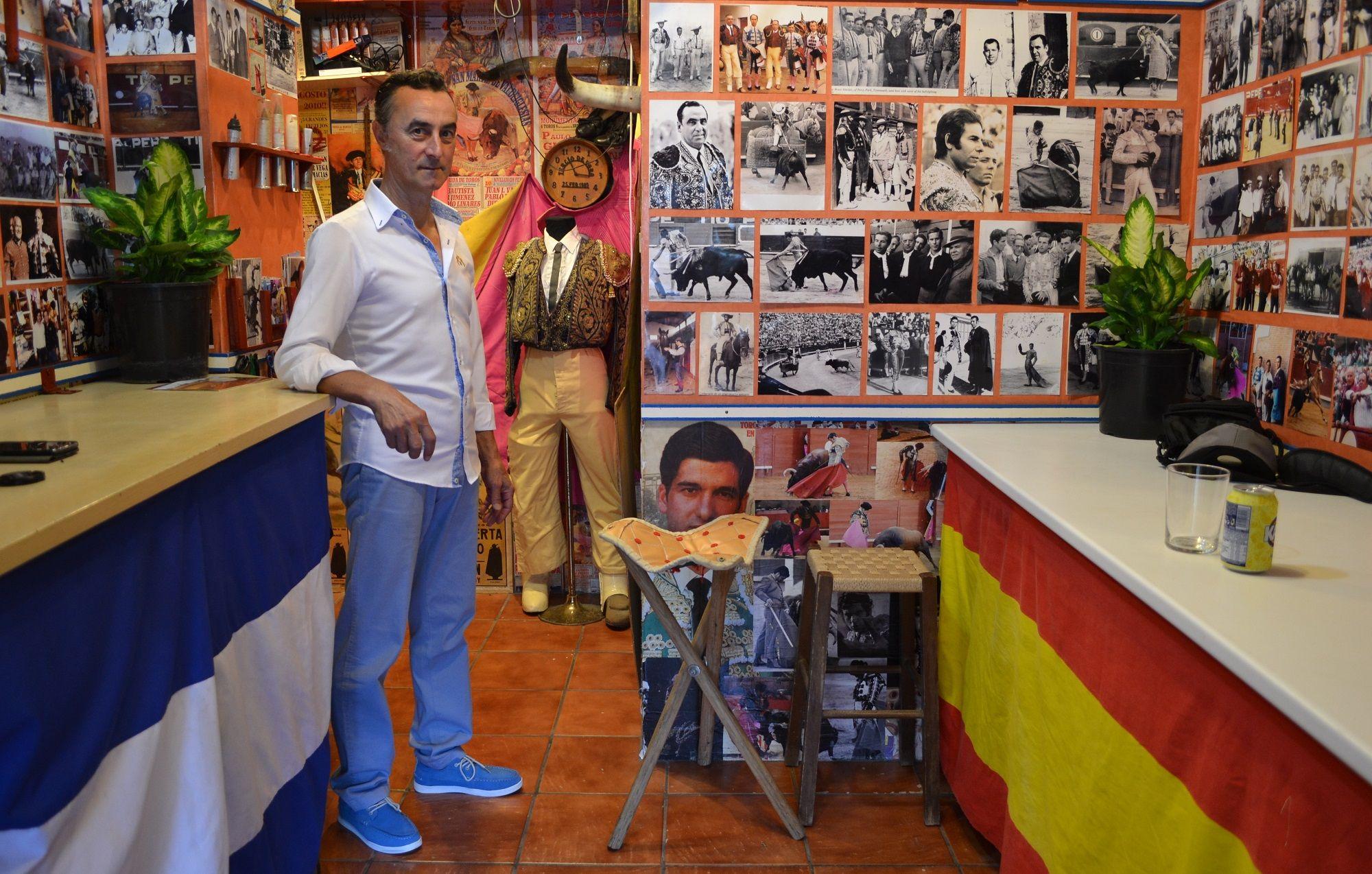 Juan Gil en su pequeño museo del Toreo