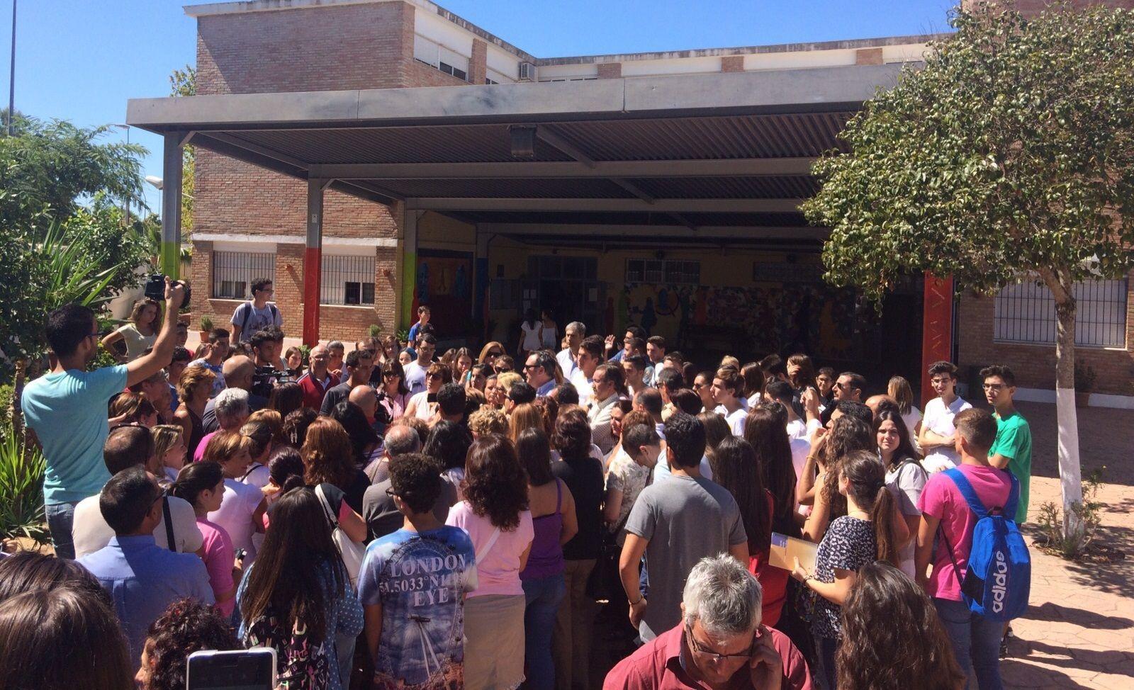 Imagen del Fernando Quiñones en la protesta por la precaria situación de sus aulas. PPJerez