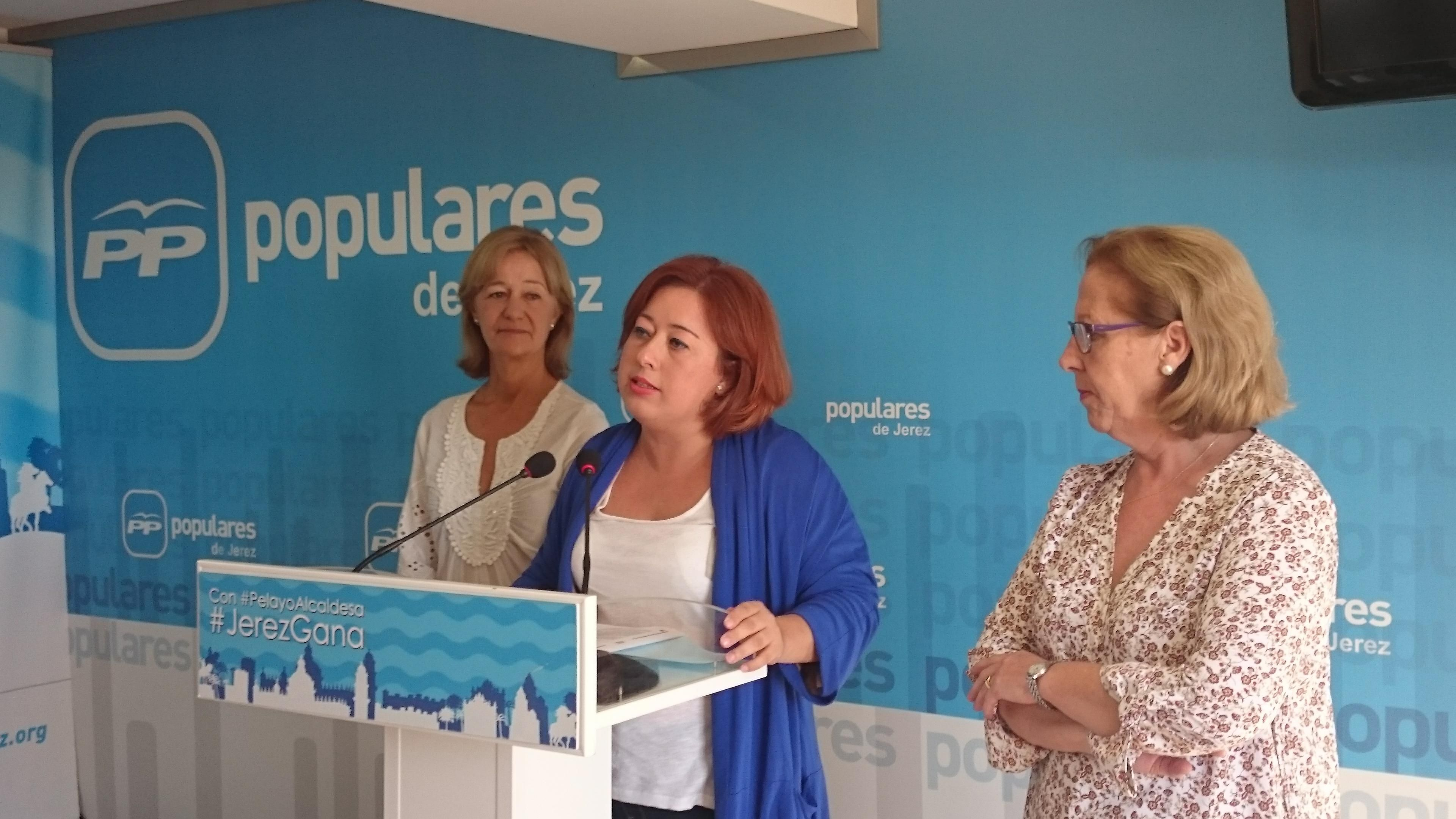 Lidia Menacho junto a Carmen Pina y María José Rúa.