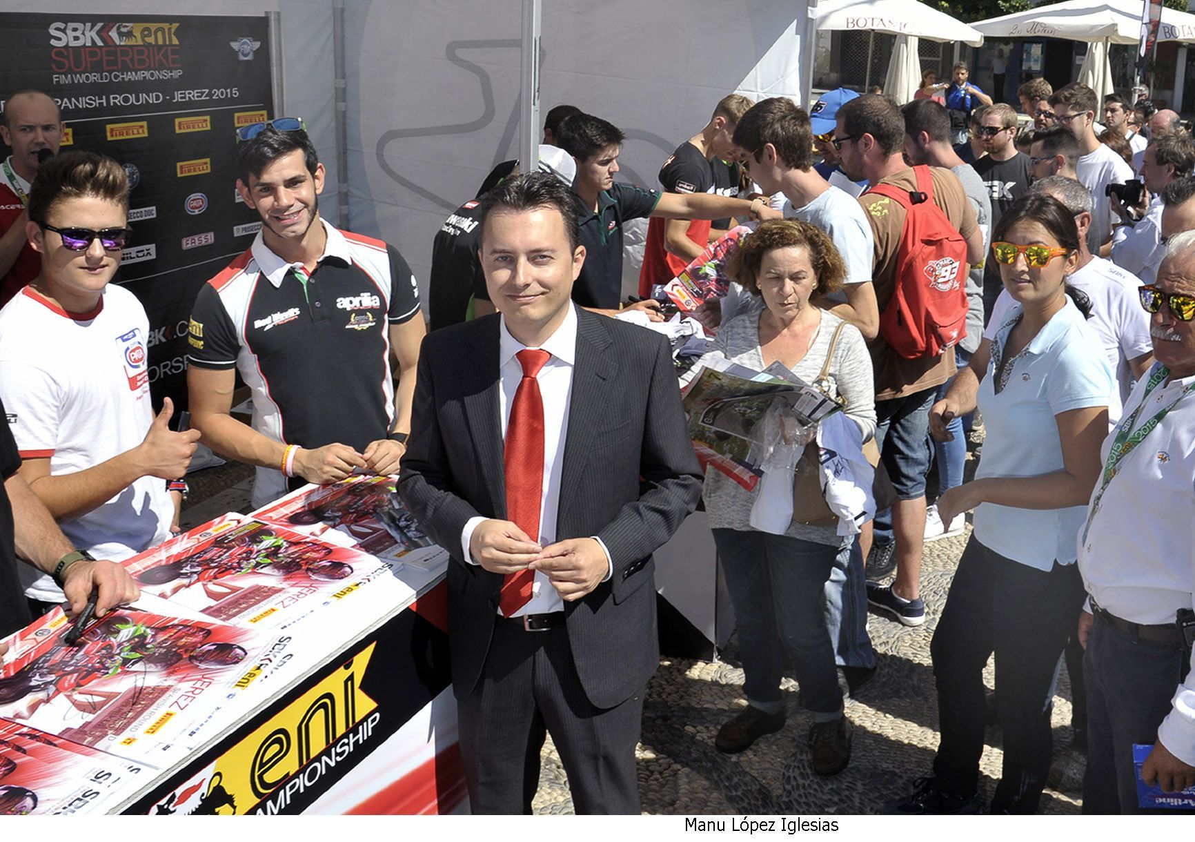 Santiago Galvan asiste firma pilotos superbikes