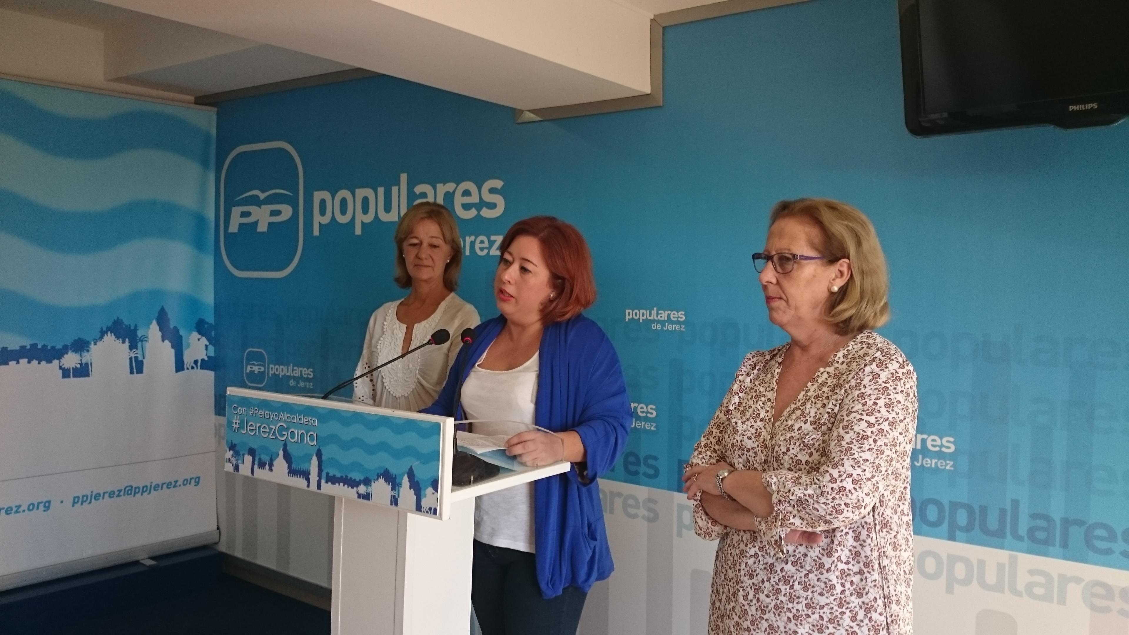 Lidia Menacho en la rueda de prensa convocada esta mañana en la sede del PP Jerez.