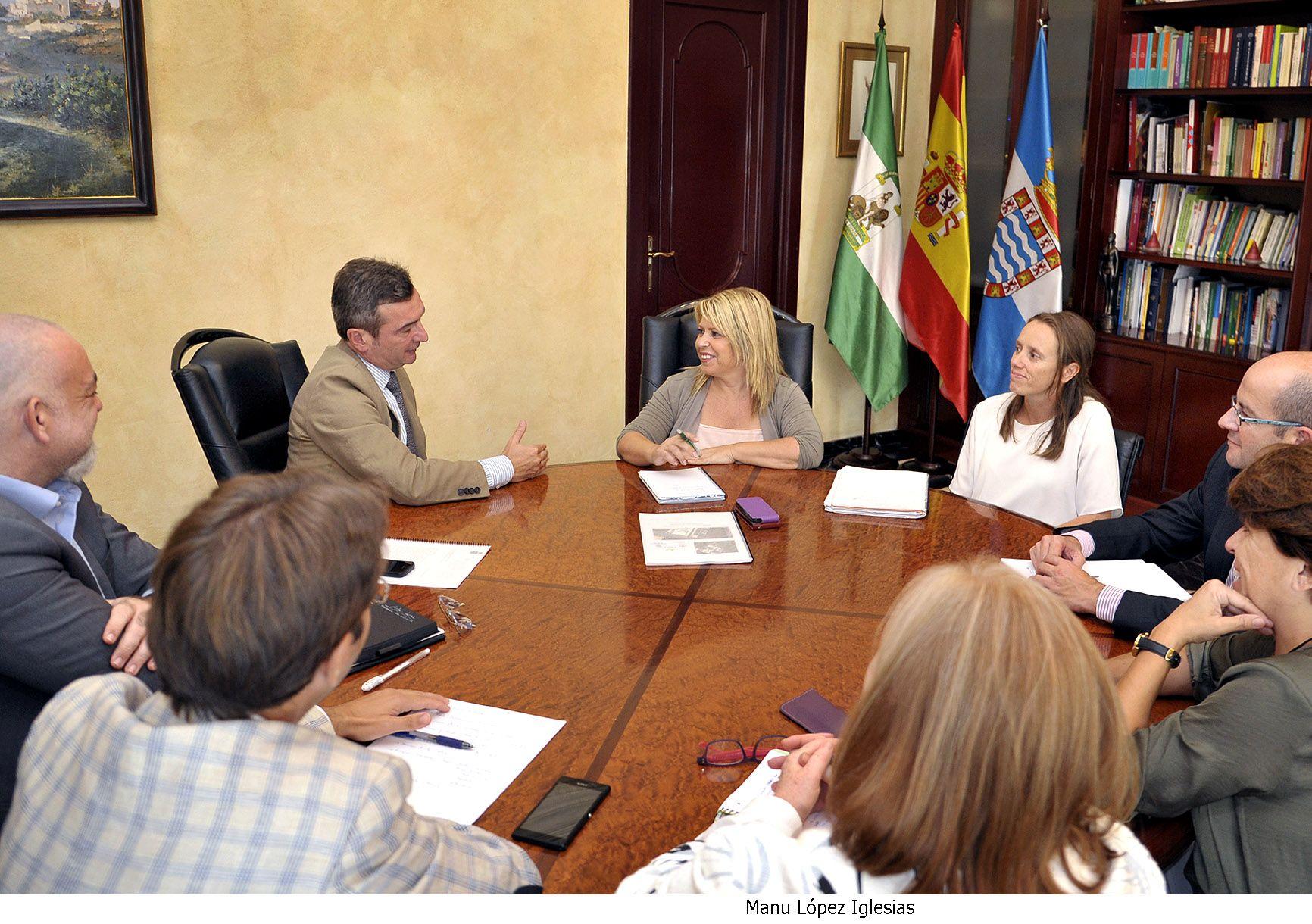 Mamen Sánchez recibe al rector de la UCA, Eduardo González Mazo.  @ciudadjerez