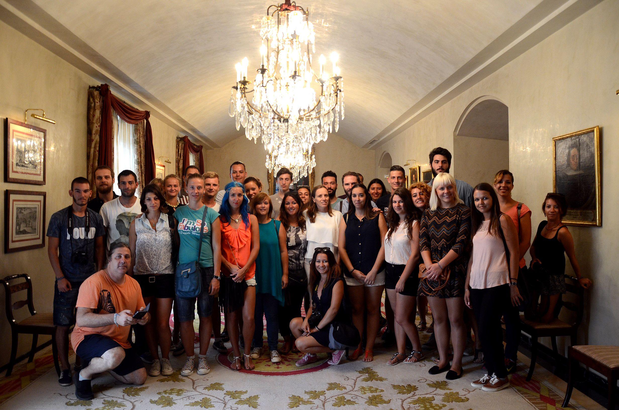 Laura Álvarez con los jovenes del programa Erasmus+. @ciudadjerez