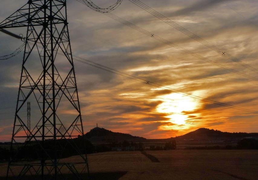 Torreta de electricidad en zona rural.