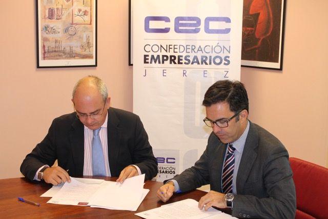 Javier Sánchez Rojas y Miguel Ángel. Montaldo en la firma del acuerdo.