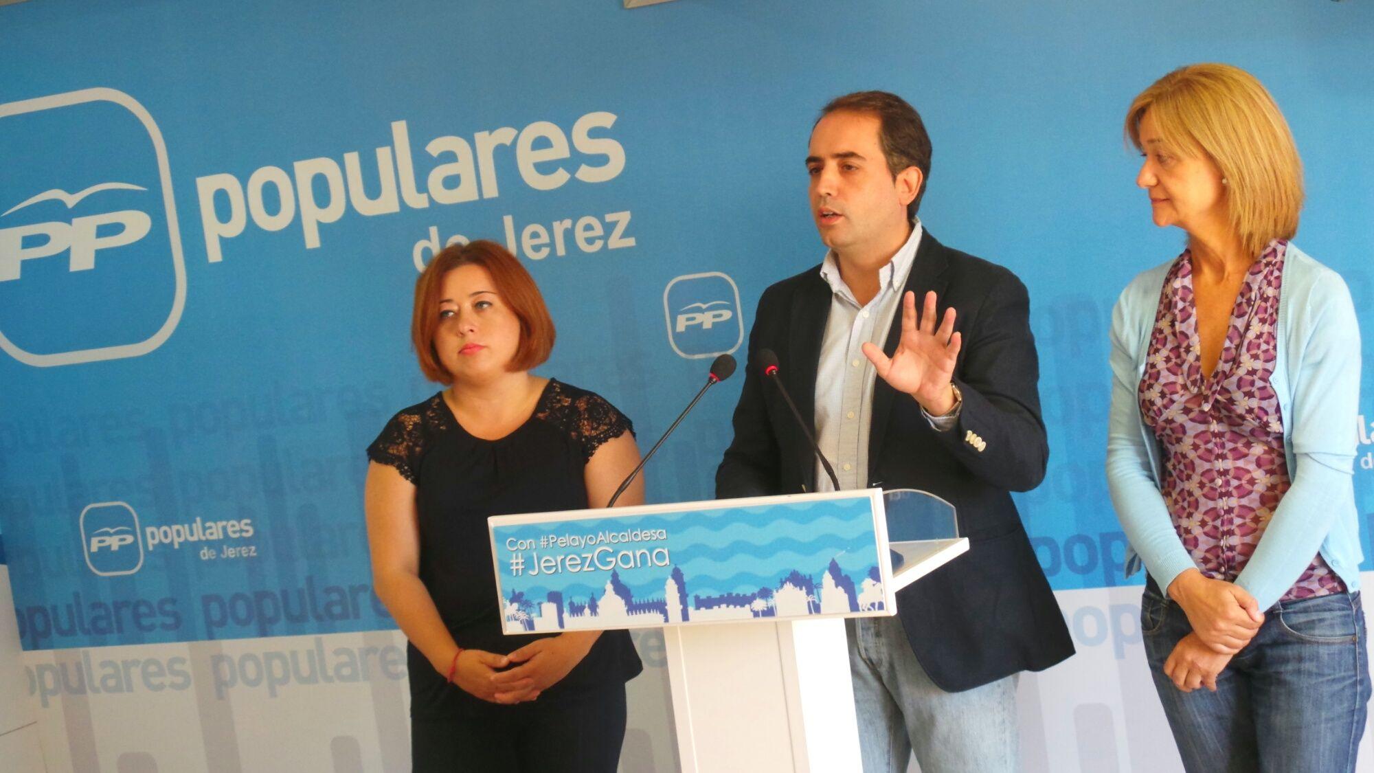 Los populares en rueda de prensa esta mañana en la sede del PP de Jerez.