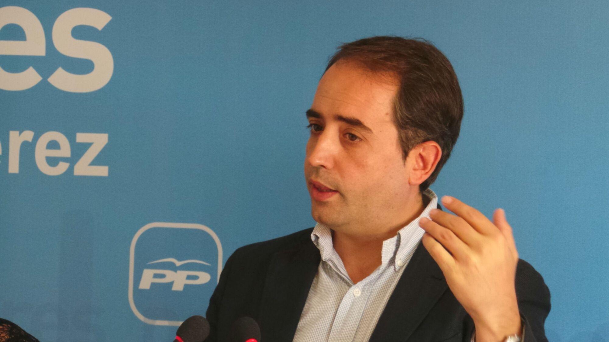 Antonio Saldaña en rueda de prensa en la sede del PP.