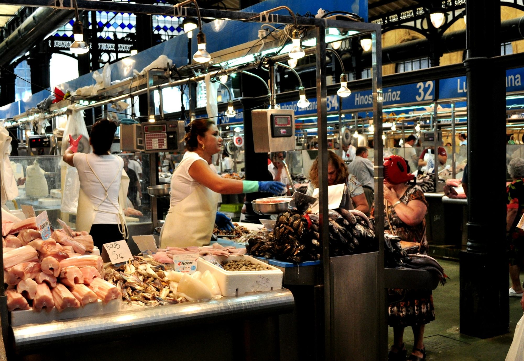 Imagen de un puesto de pescado en el Mercado de Abastos de Jerez