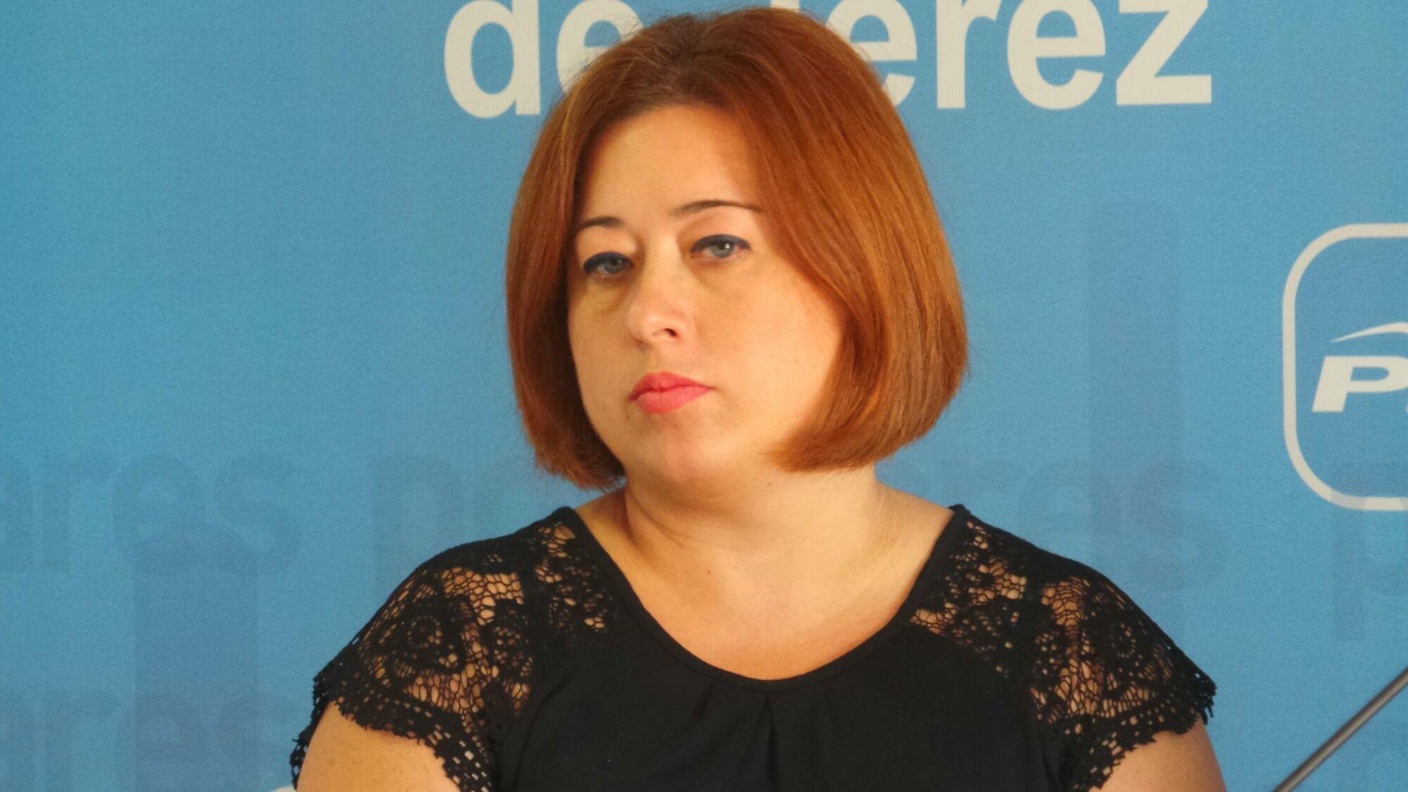 Lidia Menacho, secretaria general del PP de Jerez, en una reciente rueda de prensa. 2 OCT 2015   MIRA Jerez