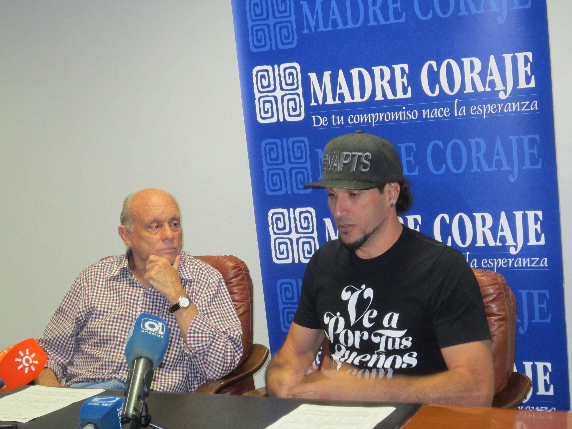 José Manuel Pinto en la sede de Madre Coraje.