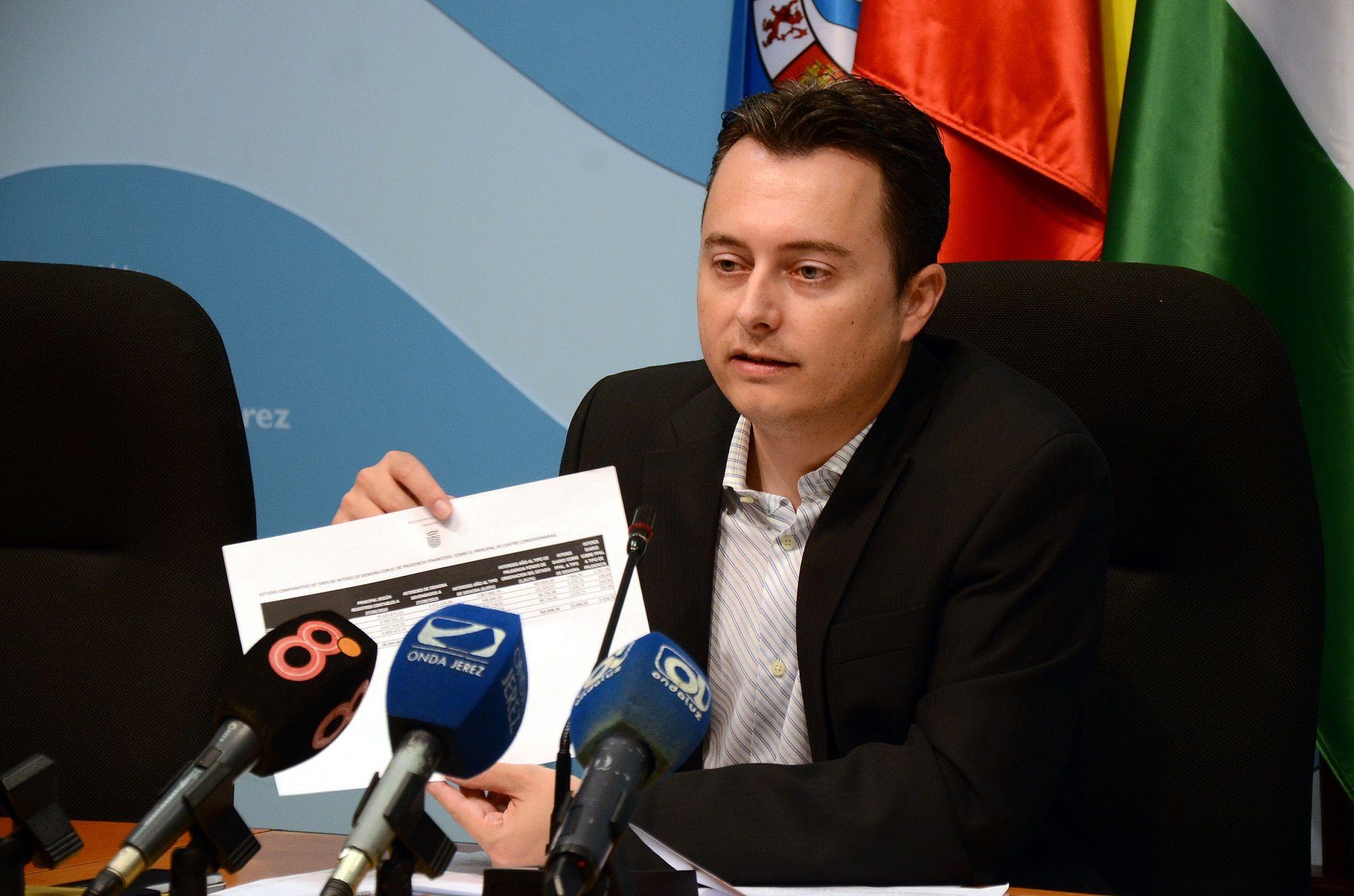 Santiago Galván en rueda de prensa en el Ayuntamiento de Jerez.