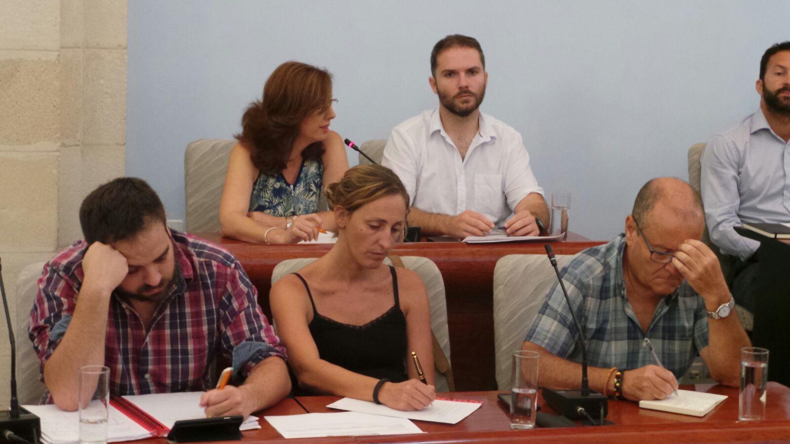 El grupo Municipal Ganemos Jerez en una sesión plenaria en el Ayuntamiento de Jerez.