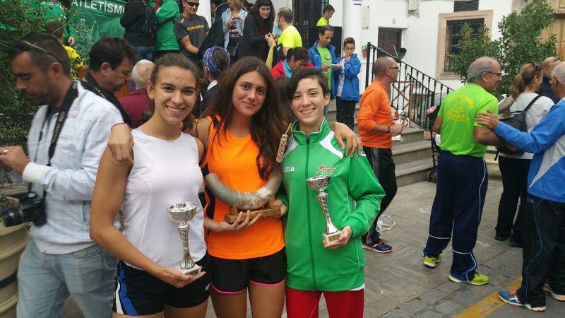 Celia Delgado y Sol Cotaimich con sus trofeos en El Gastor