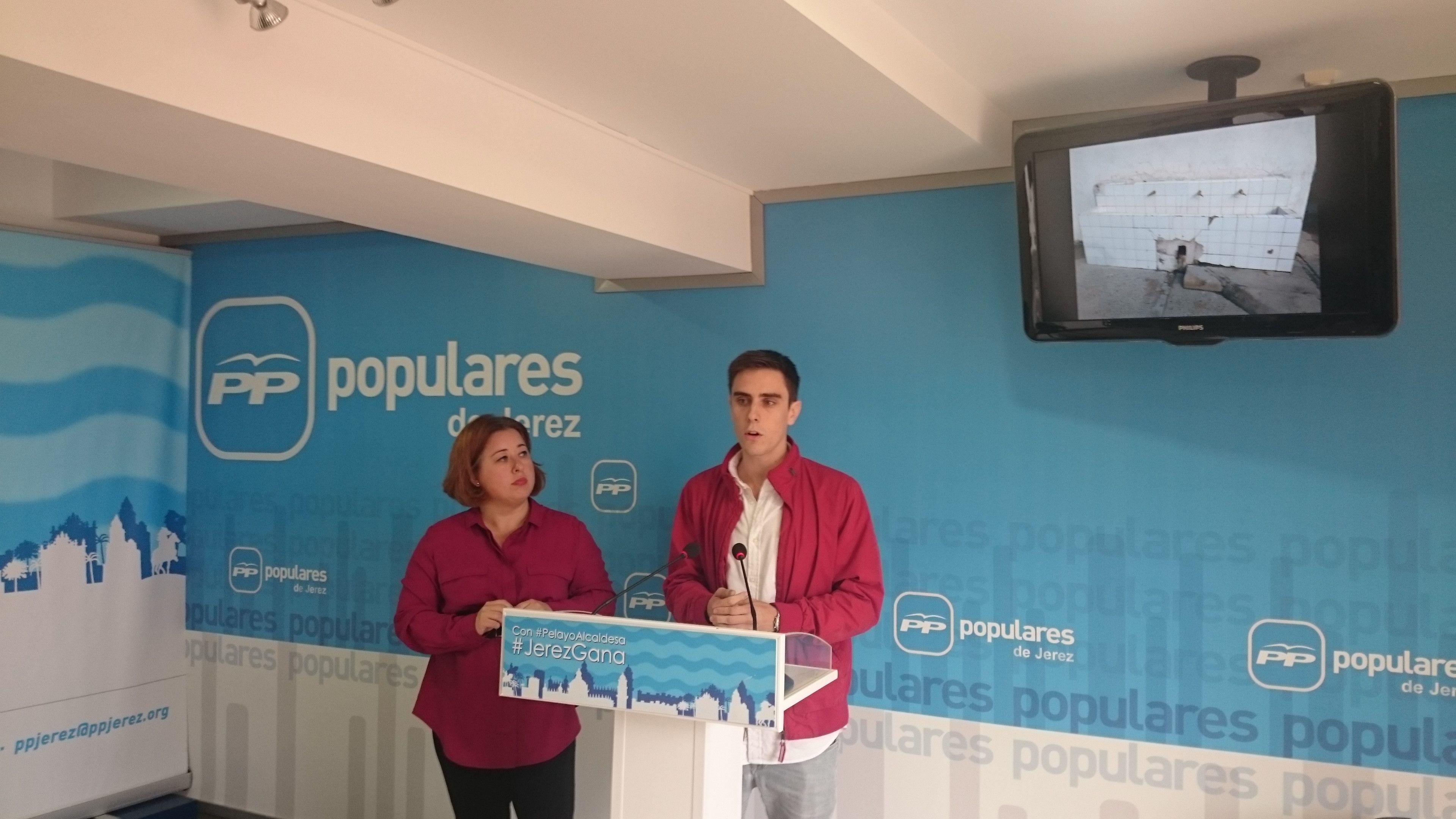 El presidente de NNGG valorando la situación de los jóvenes en Jerez.