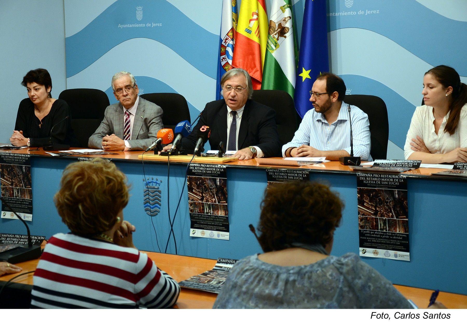 Paco Camas en rueda de prensa en el Ayuntamiento de Jerez junto a
