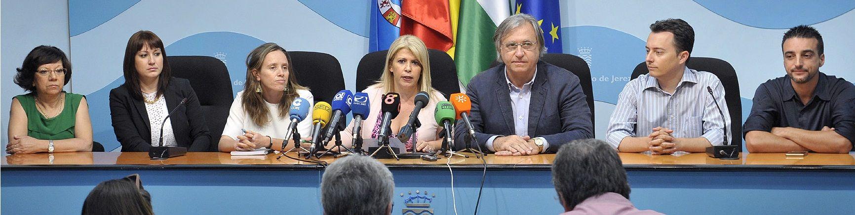 Alcaldesa informa en rueda de prensa _ 01
