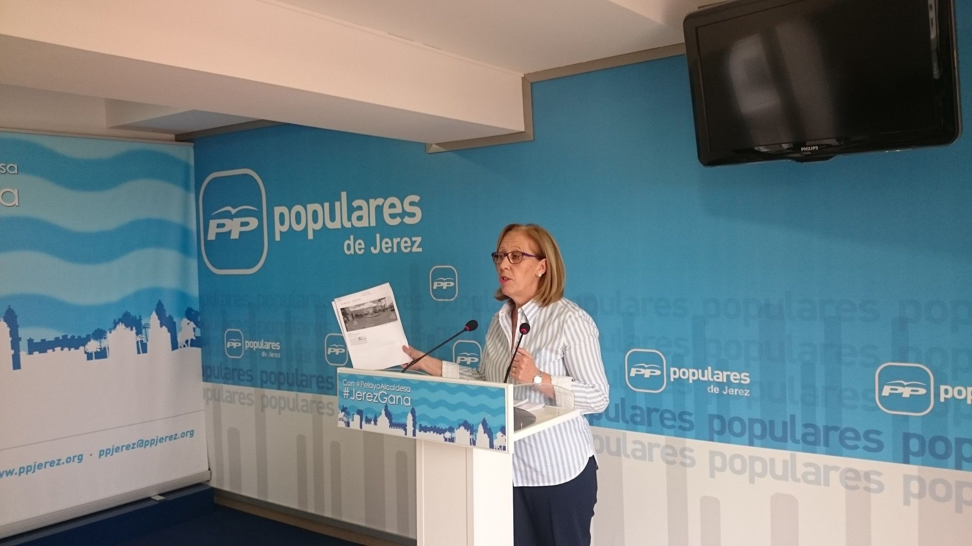 María José Rúa en rueda de prensa en la sede del PP de Jerez.