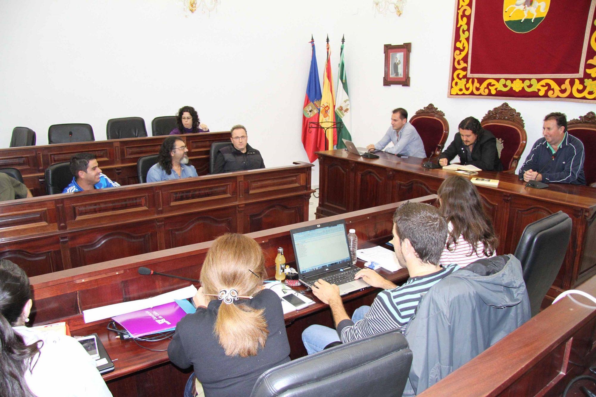 El alcalde de Medina y el resto de concejales de IU durante el encierro en el Ayto