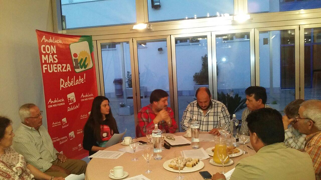 IU en la comida con los representantes de ganadero y agricultores.