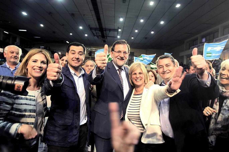 María José García-Pelayo junto a Mariano Rajoy, Juanma Moreno, Antonio Sanz, Teófila Martínez y Ana Mestre en Jerez   EFE