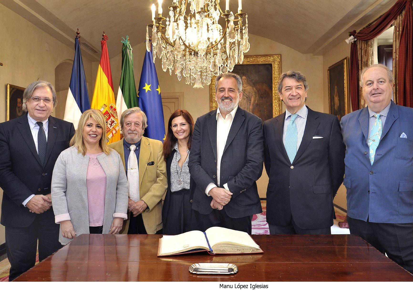 Alcaldesa recibe Reyes Magos _ 01
