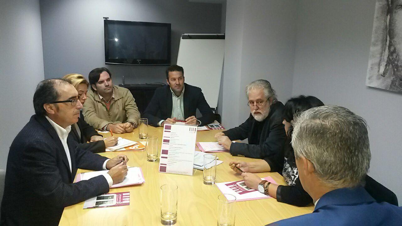 Miembros de C's y de la UPTA en reunión.