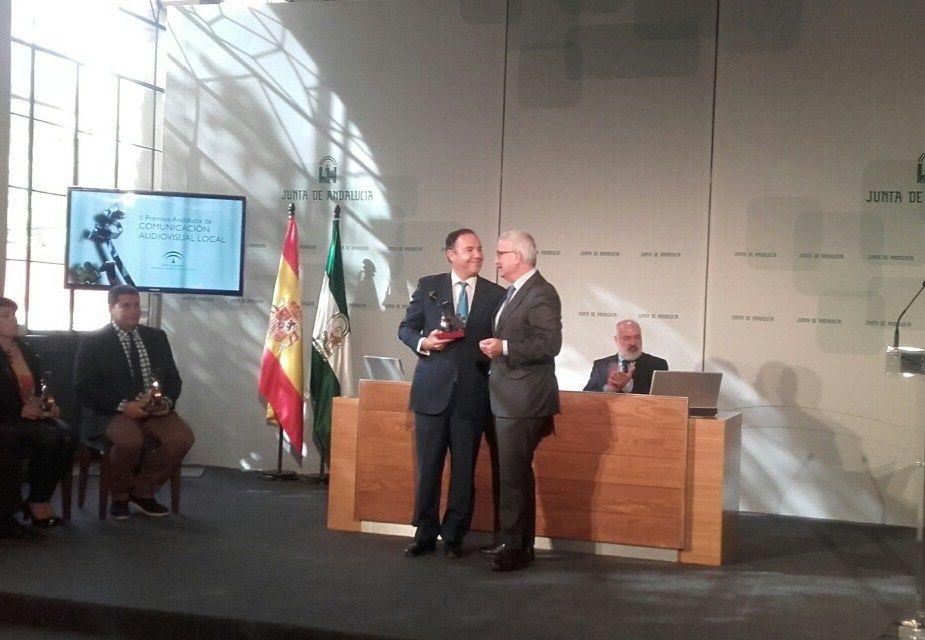 José María Castaño recibiendo el premio.
