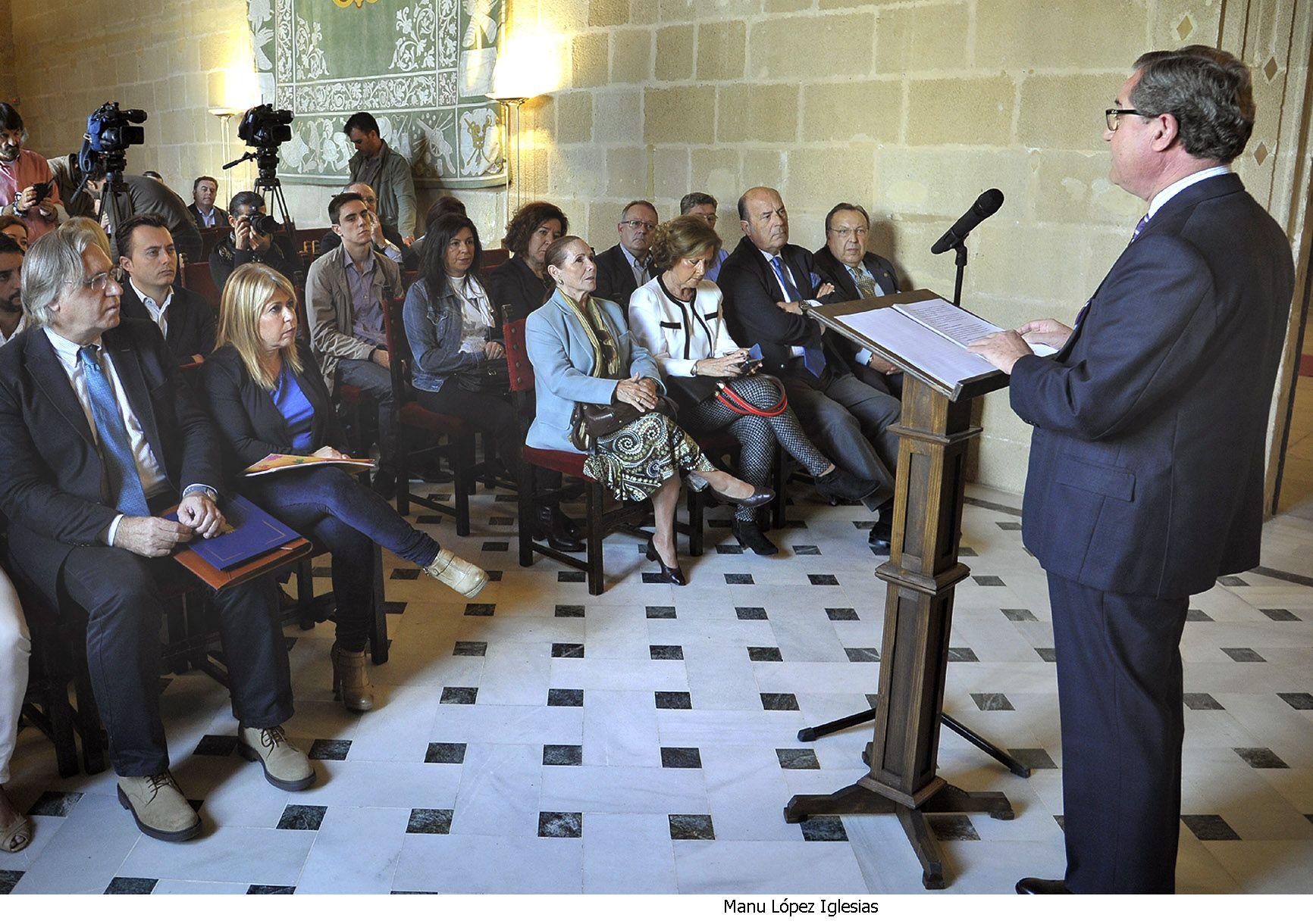 Alcaldesa preside lectura manifiesto Defensa del Flamenco _ 01