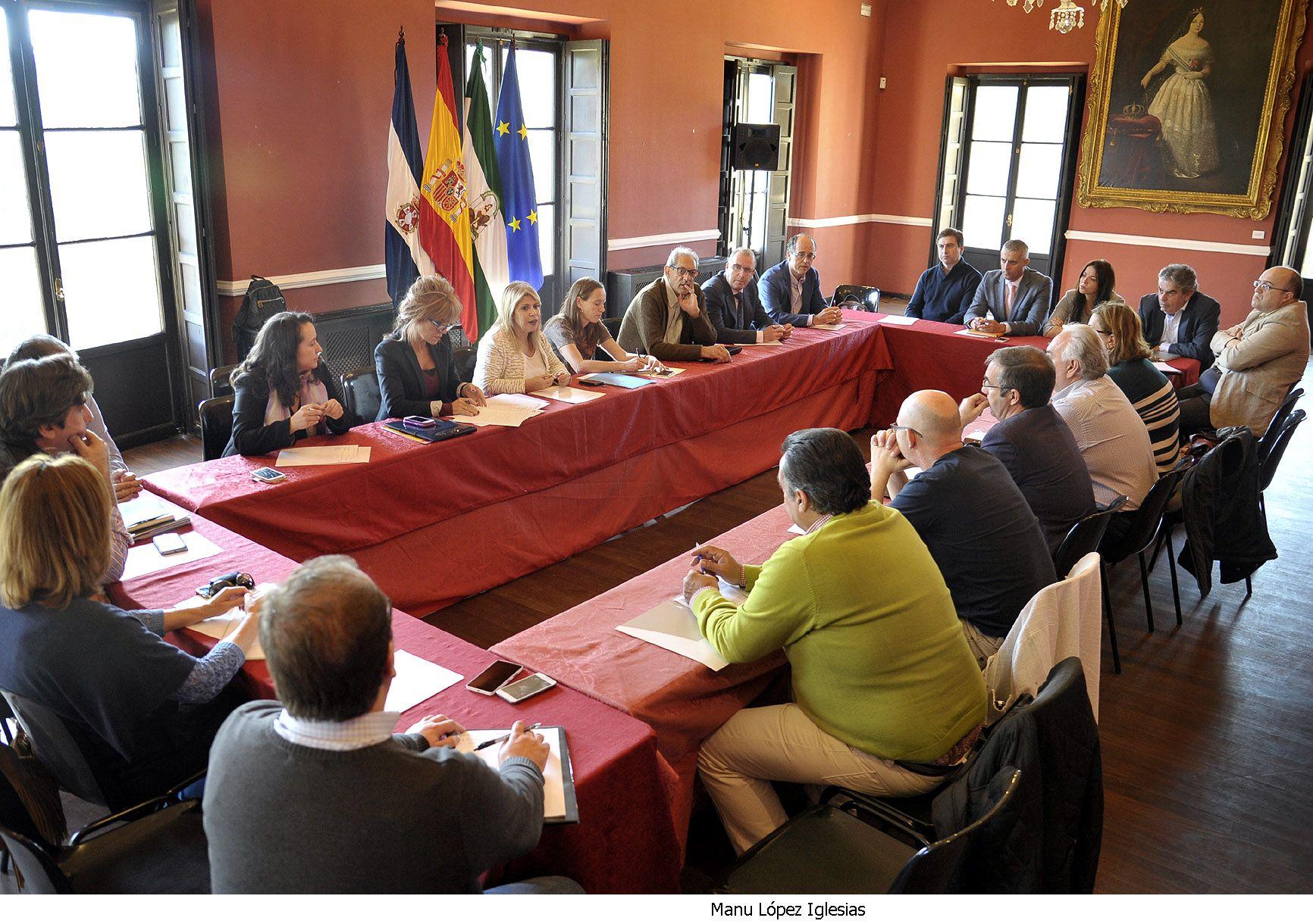 Alcaldesa preside grupo de trabajo _  comercio de proximidad_ Jerez 2020 _ 01