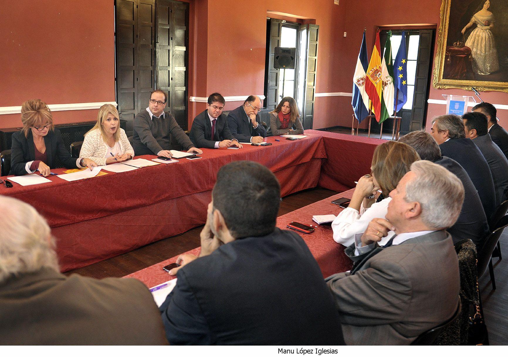 Alcaldesa preside grupo de trabajo _ medios de comunicacion _ Jerez 2020 _ 01