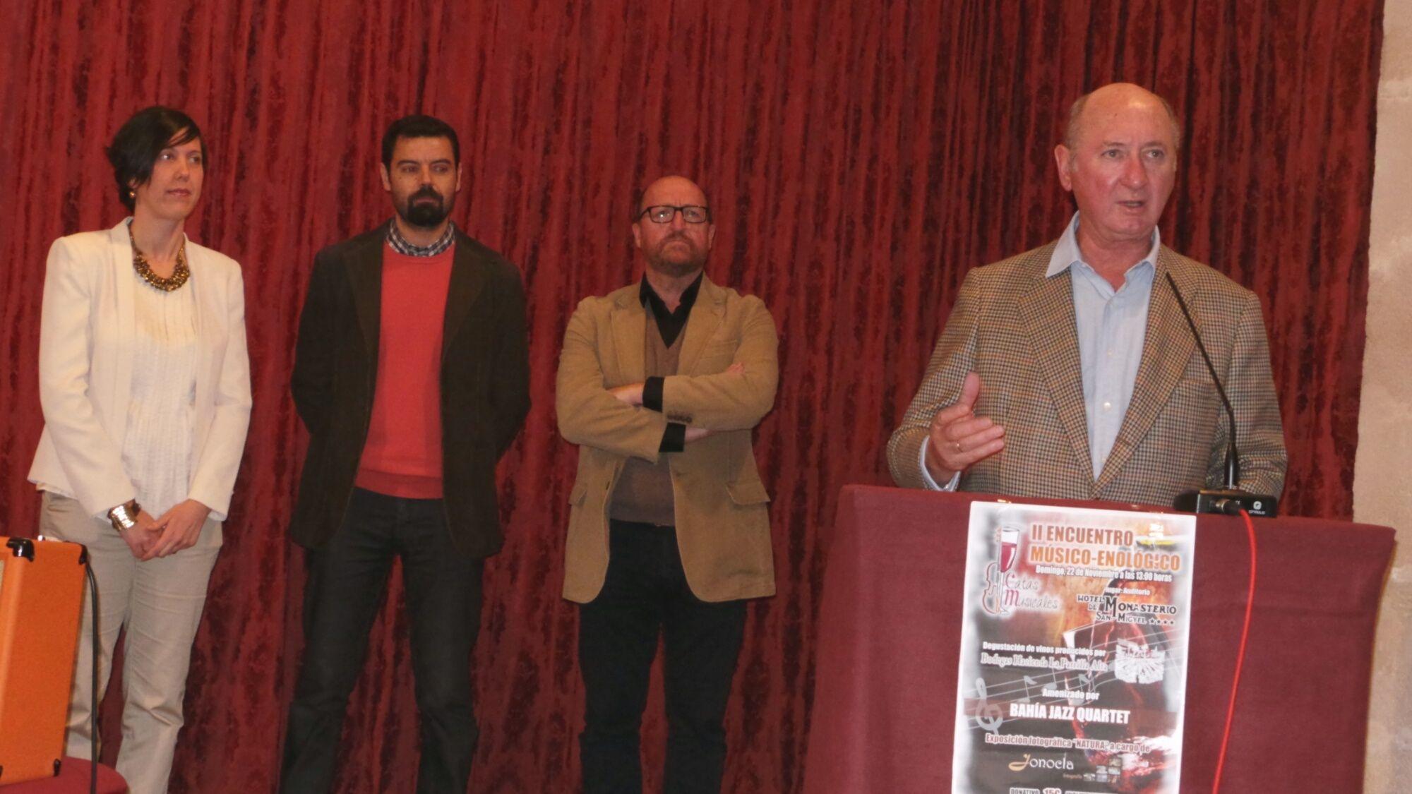 Ricardo Rebuelta, propietario de Bodegas Hacienda La Parrilla Alta, presentando el evento a los asistentes